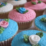 blue_and_pink_flower_cup_cakes