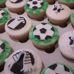 football_and_scarves_cup_cakes