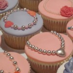 girls_braclets_cup_cakes