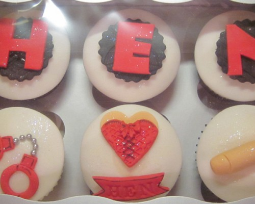 hen_party_handcuff_cup_cakes