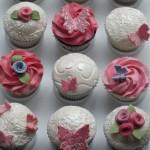 white_flower_cupcakes